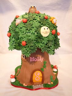Magic faraway tree cake.....love the leaves