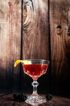 For today's I'm honouring the robust flavours of Rye Whiskey in this delicious blackberry and almond infused Manhattan cocktail. Rye Cocktails, Purple Cocktails, Cocktail Recipes, Drinks, Manhatten Cocktail, Disaronno Amaretto, Manhattan Recipe, Blackberry Phones, Gourmet