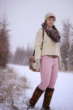 Cream cable knit sweater, pink jeans