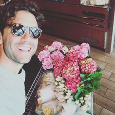 """6,716 mentions J'aime, 235 commentaires - MIKA (@mikainstagram) sur Instagram : """"Checking out at the supermarket. Something is perhaps a little odd about the contents of my…"""""""
