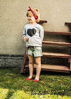 Dresowa bluza z pikowanym sercem z eko skóry -hit blogerek na całym świecie. Do kupienia na: mail: knocknock.fashion@gmail.com fb: https://www.facebook.com/pages/knock-knock-fashion/230430617163127?ref=hl instagram: http://instagram.com/knock_knockfashion# #kidsfashion #modnedziecko #fashionkids #modnedziecko #dziewczynka