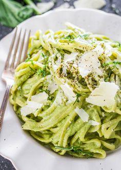 Creamy Avocado and Spinach Pasta #healthy #avocado #pasta