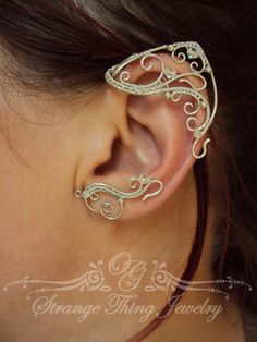 A pair of elf ear cuffs made of silverplated copper wire, glass beads . The piece is covered by metal protecting laquer. No piercing needed. Made for medium size ears(2 1/3 in -2 3/4 in ), for larger or smaller ears this pair may be made by order (you can measure your ear - from the highest point on the top of your ear to the lowest point on the lobe). Another metall (copper, brass) or beads are also possible if you prefer to make some changes in the desing.  The piece should be kept in its…