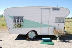 Vintage Camper [http://poppytalk.blogspot.com/2010/06/hula-seventy-trailer-crazy.html#]