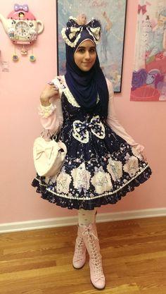 Meet the Hijabi Lolita (11)
