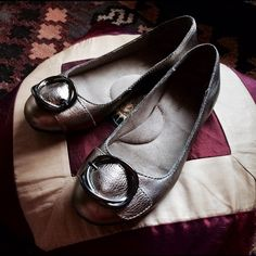 Naturalizer Pewter Silver Ballet Flats Beautiful, EUC pewter silver ballet flats with geometric buckle. By ultra-comfy shoe company Naturalizer. Padded soft insole but oh so chic! These will be your new go-to, go-anywhere flats :D Naturalizer Shoes Flats & Loafers