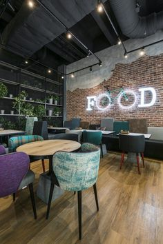 restaurant interieur Find the most luxurious inspi - restaurant Pizza Restaurant, Deco Restaurant, Restaurant Lighting, Restaurant Chairs, Restaurant Ideas, Brick Restaurant, Cafe Lighting, Restaurant Furniture, Shop Lighting