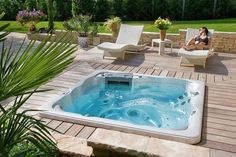Spas & Jacuzzi - Bourges et Vierzon 18, Orléans 45 | Woestelandt Piscines Hot Tub Gazebo, Hot Tub Deck, Hot Tub Backyard, Small Backyard Pools, Small Pools, Pool Decks, Inground Hot Tub, Jacuzzi Outdoor, Outdoor Spa