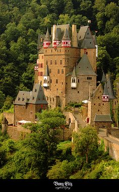 Burg Eltz ~Burg Eltz is a medieval castle nestled in the hills above the Moselle River between Koblenz and Trier, Germany. It is still owned by a branch of the same family that lived there in the century, 33 generations ago~ Germany Burg Eltz Castle, Neuschwanstein Castle, Beautiful Castles, Beautiful Buildings, Beautiful Places, Vila Medieval, Medieval Castle, Germany Castles, Scotland Castles