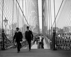 Brooklyn Bridge, New York City, ca. 1910  036776. Brooklyn Bridge, New York, N.Y. (H 452). Black & White negative from the Detroit Publishing Co. archives, between 1905 and 1920.    From the Detroit Publishing Co. Collection at the Library of Congress  This picture is in the public domain