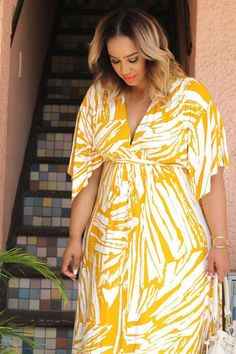 31 feminine plus size summer outfits with dresses Flattering Plus Size Dresses, Plus Size Summer Dresses, Plus Size Outfits, Curvy Petite Fashion, Curvy Girl Fashion, Look Fashion, Plus Zise, Mode Plus, Plus Size Sommer