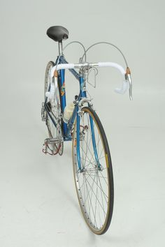 Vélo GITANE St Raphaël-Géminiani 1964 Classic Road Bike, St Raphael, Cycling Art, Vintage Bicycles, Motorcycles, Racing, Steel, Beauty, Bicycles