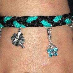 Bettelarmband aus Charms und Paracord Paracord, Turquoise Bracelet, Charms, Bracelets, Jewelry, Fashion, Handarbeit, Charm Bracelets, Jewellery Making