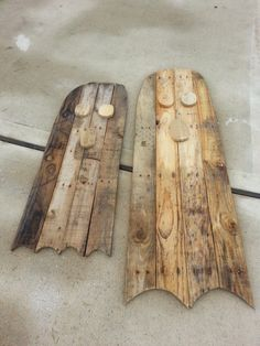 Pallet Wood Ghosts - just in time for Halloween. Jackie needed a couple of Boo's to hang out with her Jack-o-Lantern this week. These are so simple to make and will look spectacular once she gets them painted. Just a little Black and a lot of White and they are ready to go. Another from the Jackie and Ev pallet-a-palooza weekend. These were our only Halloween item this weekend.