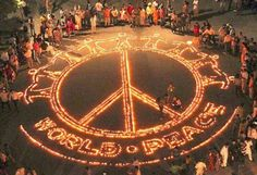 """Nach den Diskussionen der letzten Tage um #Grass und """"Was gesagt werden muss"""" beginnt das Thema zu polarisieren: In die, die satt sind und nichts mehr hören können, und in die, die besorgt sind. Es hat sicherlich schon bessere Osterfeiertage gegeben – nicht nur vom Wetter her. Von daher folgen nachvollziehbare Wünsche, denen wir uns kommentarlos anschließen. One #World. One #Peace."""