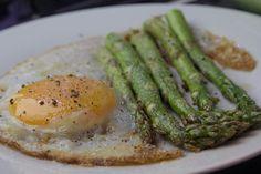 Αυγό + Σπαράγγι = Ο τέλειος συνδυασμός σε 5 λεπτά Greek Recipes, Starters, Asparagus, Green Beans, Brunch, Vegetables, Cooking, Breakfast, Hot