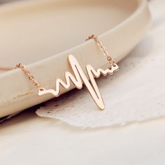 Halkette mit Herzschlag/ Puls / necklace in shape of a heartbeat made by KompassArt via DaWanda.com