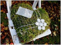 Nature Crafts Moss-filled heart made of chicken-wire Chicken Wire Art, Chicken Wire Sculpture, Chicken Wire Crafts, Autumn Crafts, Nature Crafts, Christmas Yard Decorations, Recycled Garden, Garden Whimsy, Deco Floral