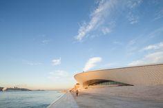 Galeria de Conheça os projetos portugueses que concorrem ao Prêmio Europeu de Arquitetura Contemporânea 2017 - Mies van der Rohe Award - 4