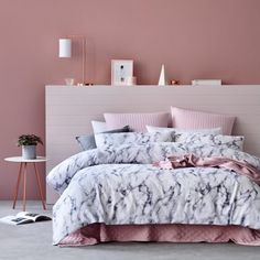 31 Beautiful Rose Gold Bedroom Design To Inspire You - Dlingoo Rose Gold Rooms, Rose Gold Bed, Bedroom Ideas Rose Gold, Rose Gold Room Decor, Gray Decor, Pink Room, My New Room, Dream Bedroom, Bedroom Decor