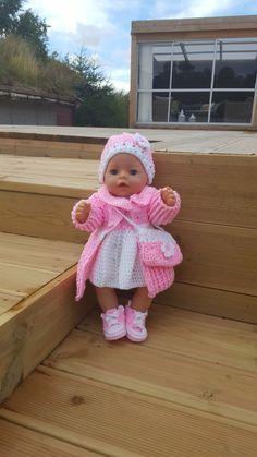 Heklet antrekk til Baby Born dukken. Heklet i Baby Best fra Alize. Eget design. @bebbeshobbykrok