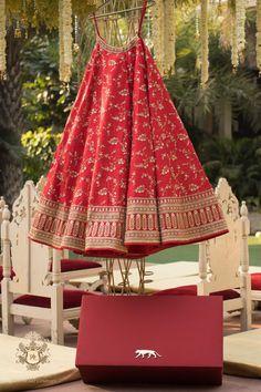 Sabyasachi Lehenga Bridal, Indian Bridal Lehenga, Indian Bridal Outfits, Indian Bridal Fashion, Indian Designer Outfits, Bridal Dresses, Red Wedding Lehenga, Banarasi Lehenga, Indian Dresses