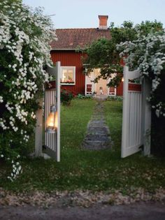 From Scandinavia with love (Summer house in Sweden. Phot by Helén Pe. Swedish Cottage, Red Cottage, Cozy Cottage, Cottage Style, Voyage Suede, Sweden House, Red Houses, Piece A Vivre, Garden Gates