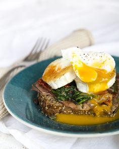 Morning toast with goat cheese and a pouched egg. https://www.jotainmaukasta.fi/2016/04/03/vuohenjuusto-uppomuna-aamiaisleipa/