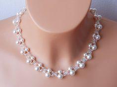 1fd6b2cc3753 Artículos similares a Swarovski blanco perla nupcial collar