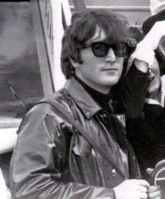 Lennon on the go Beatles One, John Lennon Beatles, Yoko Ono, Great Bands, Cool Bands, Dear John, The Fab Four, Yellow Submarine, Ringo Starr