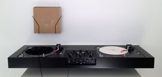 turntable console - Ulrik Bebe
