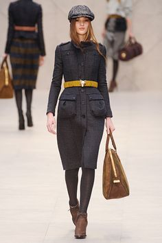 Burberry Prorsum at London Fashion Week Fall 2012 - Runway Photos Fashion Advice, Fashion News, High Street Trends, Burberry Trench Coat, Fashion Forever, Burberry Prorsum, City Style, Catwalk, Ready To Wear