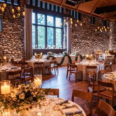 Rustic and elegant reception decor | Photographer: Erik Ekroth | Hatch creative studios