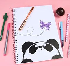 Caderno de panda lindo fofo kawaii cute butterfly borboleta volta as aulas back to school Bullet Journal Writing, Bullet Journal Ideas Pages, Bullet Journal Inspiration, Front Page Design, Page Borders Design, Diy Notebook Cover, Cool Notebooks, Diy School Supplies, Fathers Day Crafts