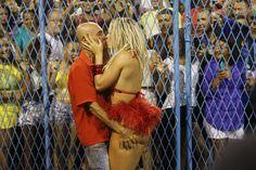 Fernanda Lacerda, também conhecida como Mendigata, elevou a temperatura do público que foi conferir o ensaio da escola de samba carioca Grande Rio, na Marquês de Sapucaí. A beldade entrou na avenida com um look ousado, que deixava o bumbum em evidência