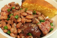 Southern Pinto Beans and Ham Hocks Made in the Crock Pot | I Heart Recipes