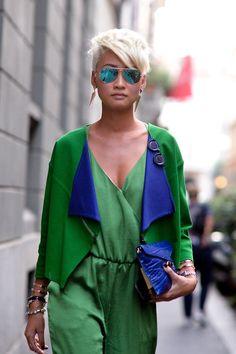 Esther Quek, Milan street style, Green and Blue Spring Street Style, Street Chic, Street Wear, Green Fashion, Look Fashion, Womens Fashion, Cute Short Haircuts, Corte Y Color, Fashion Week 2015