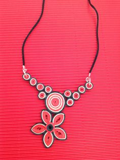 Collana Quilling Necklace, Quilling Jewelry, Quilling Craft, Quilling Designs, Paper Jewelry, Paper Beads, Paper Quilling, Diy Necklace, Jewelry Crafts