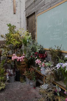 flowers and a chalk board....this seems like an enchanted place for a child of any age!!! Love,Love, Love this idea...