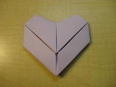 Comment plier du papier de format lettre en un cœur. – Origami Community : Explore the best and the most trending origami Ideas and easy origami Tutorial Origami Box, Paper Crafts Origami, Oragami, Origami Easy, Heart Origami, Valentine Crafts, Valentines, Origami Tutorial, Letter Size Paper