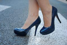 Zapato plataforma y tacón alto en piel,horma muy cómoda, azul marino