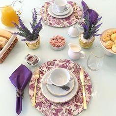 A manhã ganha novo sabor diante do capricho e delicadeza da mesa de café da Giselle de @lardocecasa. Quanto carinho! @olioli_lifestyle #recebercomcharme #olioliteam #olioli_lifestyle #lardocecasa #cafédamanhã #mesadecafe