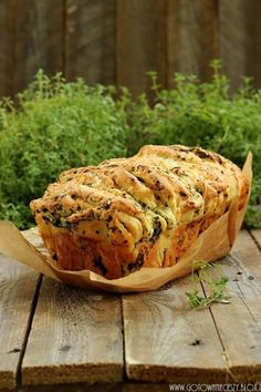 Tear-apart Herb and cheese bread (english recipe towards bottom) Bread Recipes, Snack Recipes, Cooking Recipes, Pan Relleno, Peasant Food, Cheese Bread, English Food, Food Dishes, Food Inspiration