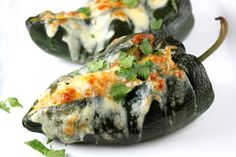 Stuffed Poblano Peppers Healthy Cheat Meals, Healthy Recipes, Fun Recipes, Dinner Recipes, Mexican Dishes, Mexican Food Recipes, Spanish Dishes, I Love Food, Bon Appetit