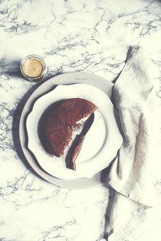 """Un cheesecake insomma. Di quelli """"I'll melt in your mouth"""". Di quelli che fai ogni volta che ti assale la voglia di cioccolato. A me, t..."""