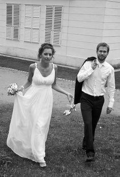 Antické svatební šaty Armani, 38 Formal Dresses, Fashion, Formal Gowns, Moda, Fashion Styles, Formal Dress, Gowns, Fashion Illustrations, Formal Evening Dresses