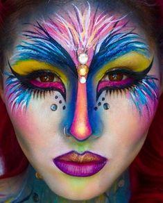 Tropischer Vogel - hübsche DIY Halloween Make-upidee #halloween #hubsche #tropischer #upidee #vogel #makeuptipps #makeup