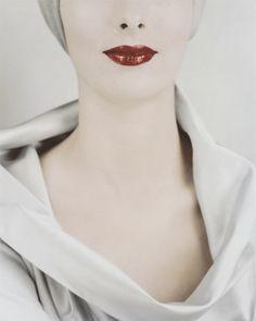 Le Décolleté, Victoria von Hagen, for Vogue, New York, 1952 © Erwin Blumenfeld  #ErwinBlumenfeld