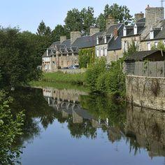 #ducey #villageetape #manche #normandie #selune #rivierenormande #reflet #refletdefacades