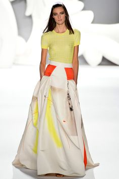 ahh I am in LOVE with this skirt! Again, graphic prints seem to still be in! Modern shape, flowy movement. Carolina Herrera, NY Fashion Week